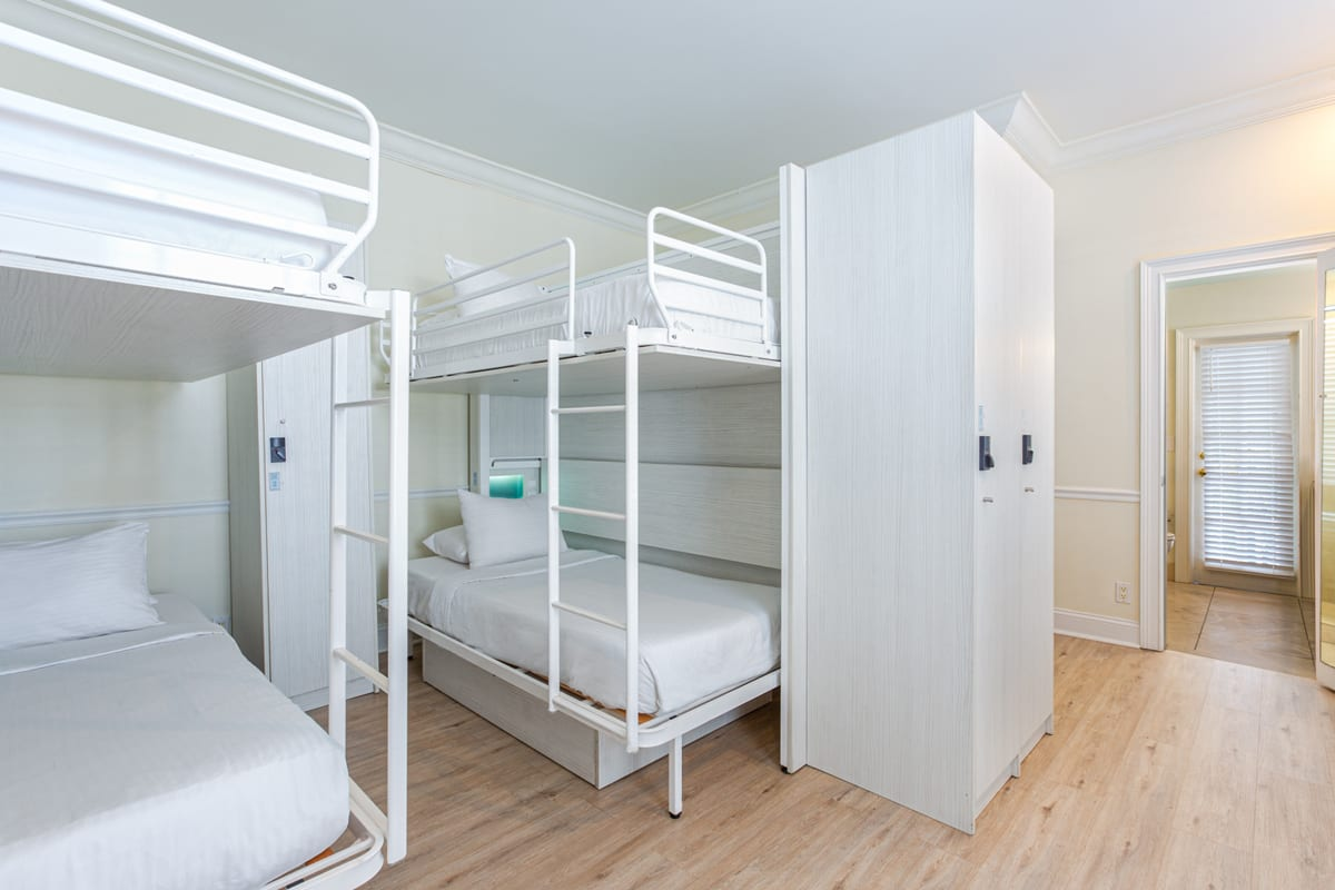 NYAH 6 Single Beds with Balcony