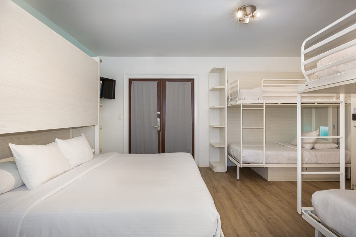 NYAH 6 Single Beds or 1 King and 4 Singles